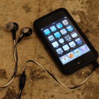 第一世代iPod touchとボーズのインイヤーヘッドホン(ともに土井地氏私物)