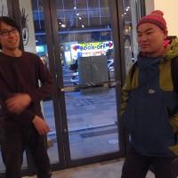 その作者、二階堂明弘氏(左)と<br>「ターボ黒の闘将」大江憲一氏(右)
