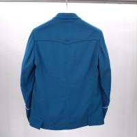 ジャケットには珍しい<br>バックヨークを取った<br>デザイン