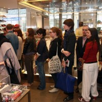 the-sartorialist-signing-colette-4