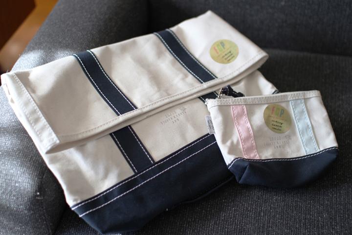 キャンバスクラッチバッグ 8,400円 ミニポーチ 3,780円