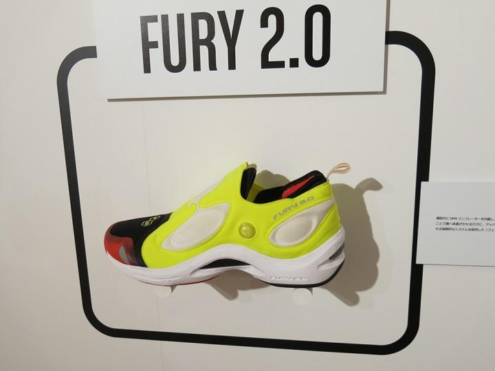 歩く、走ることで足にフィットするテクノロジーを備えていた『FURY2.0』