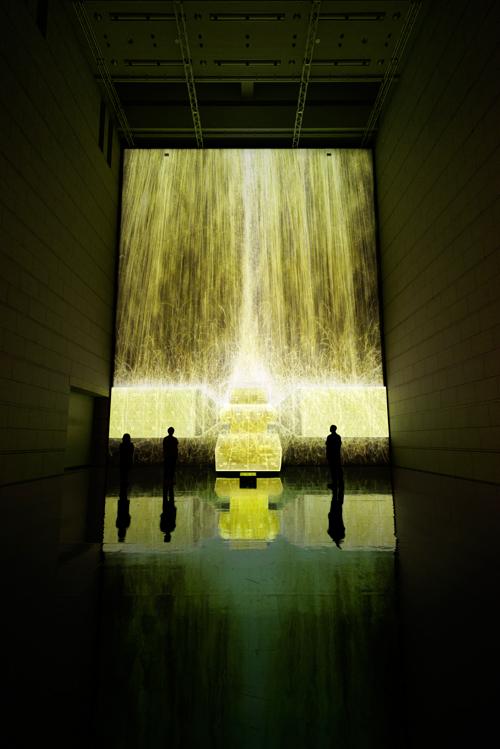 憑依する滝、人工衛星の重力 - Gold