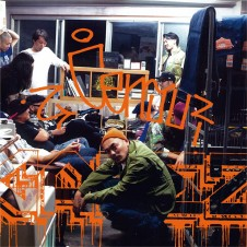 CENJU『CAKEZ』 2013年にリリースされたQROIXとのアルバム『THANKS GOD, IT'S FLYDAY!』を経て、多数のラッパー、トラック・メイカーを交えながら、ブルージーかつポップなフロー&ライムを際立たせた初ソロ・アルバム。