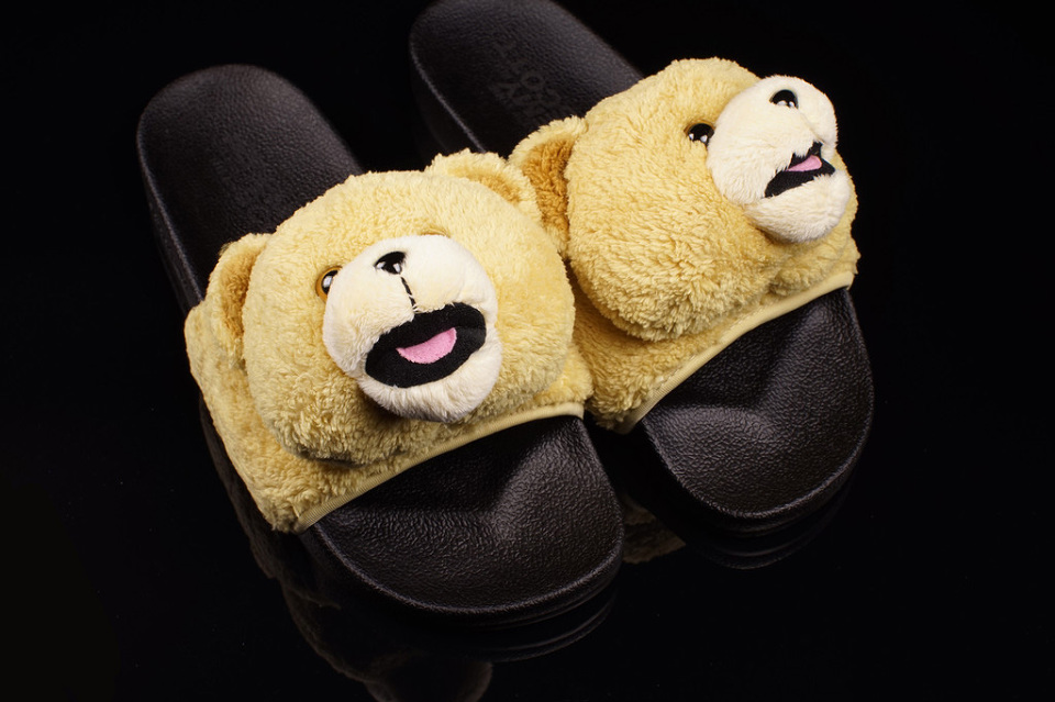 adidas-originals-jeremy-scott-teddy-bear-sandals-2-960x640