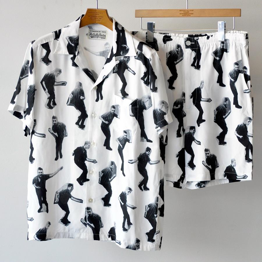 シャツ 27,000円、パンツ 25,000円