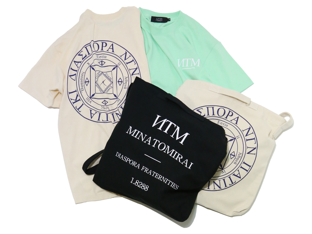 Tシャツ 4,800円 + 税、トートバッグ 3,800円 + 税