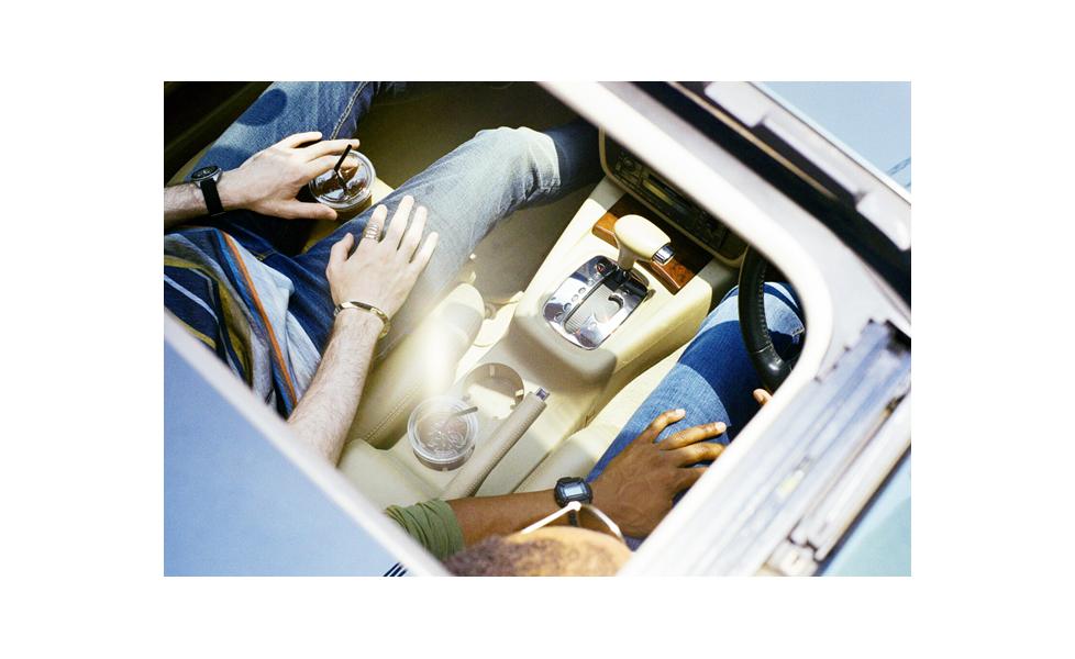 左:Nudie JeansのThin Finn    36,720円、Tシャツ15,120円 右:Nudie JeansのLean Dean 29,160円、Tシャツ10,800円