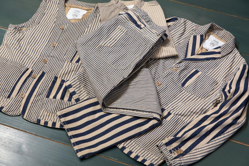 ジャケット 49,000円 + 税、ウェストコート 30,000円 + 税、シャツ 26,000円 + 税、パンツ 23,000円 + 税