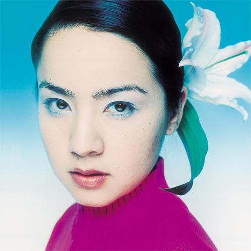 G.RINA『サーカスの娘』 UKのベースミュージックをサポートし続けてきたDISC SHOP ZEROのレーベル、ANGEL'S EGGより登場した2003年のデビュー作。ジャズ、レゲエ/ダブ、ヒップホップ/R&B、エレクトロニカが溶け合い、英語やスペイン語が飛び交うヴァーサタイルなクロスオーヴァー・ポップが展開されている。