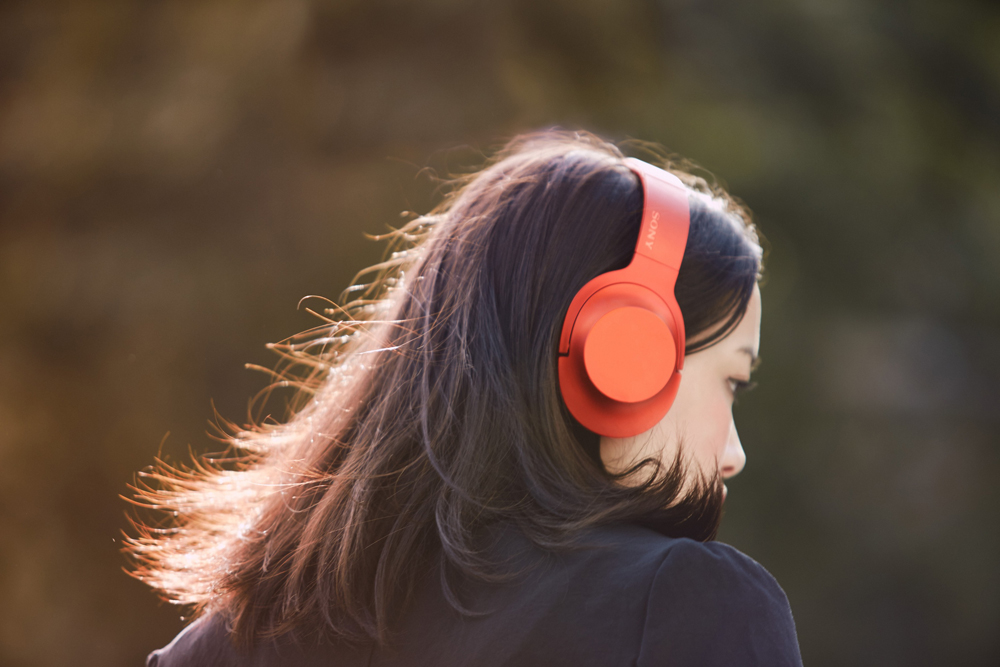 h.ear_on_R_Lifestyle_1_-Large