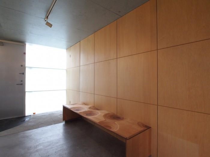 このベンチも伊東豊雄氏がデザインしたもの。