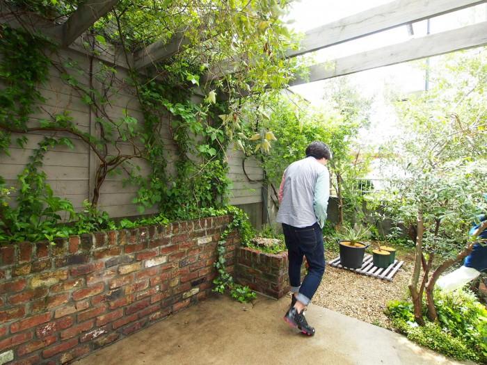 ヴィンテージのレンガが素敵な庭。