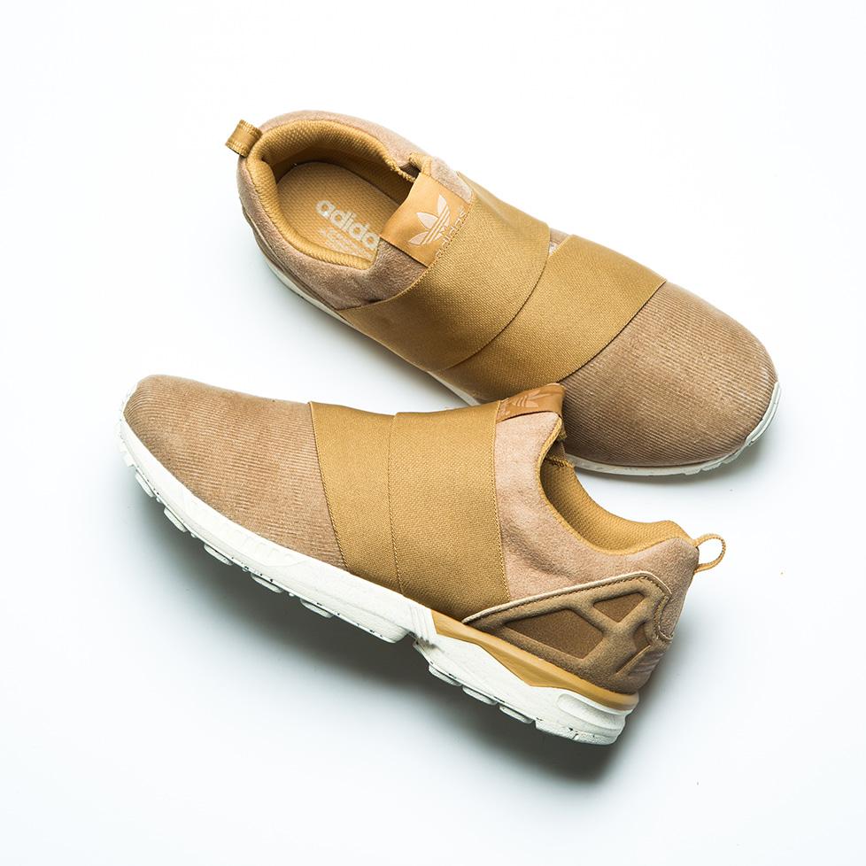 コーデュロイ使いが新鮮な[adidas Originals for UNITED ARROWS & SONS]のZX FLUX SLIP ON UAS。