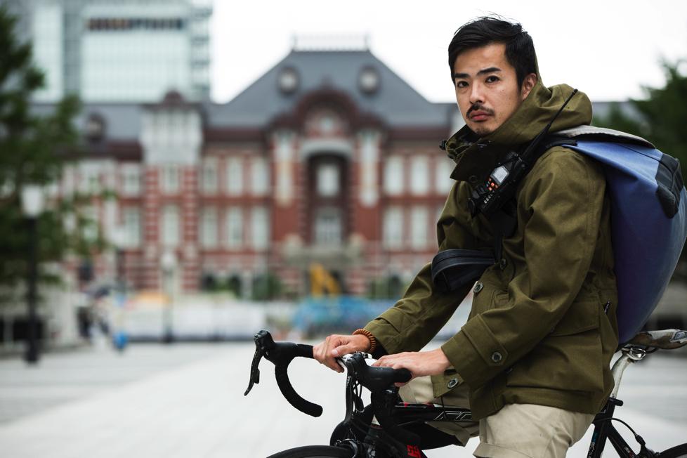 古梶圭祐 東京最速と呼び声の高いメッセンジャーサービスCyclex所属。メッセンジャー歴9年。まるこめの愛称で親しまれている。