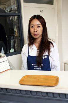 吉田さん。 総勢15名ものスタッフをまとめあげる 敏腕マネージャーです。