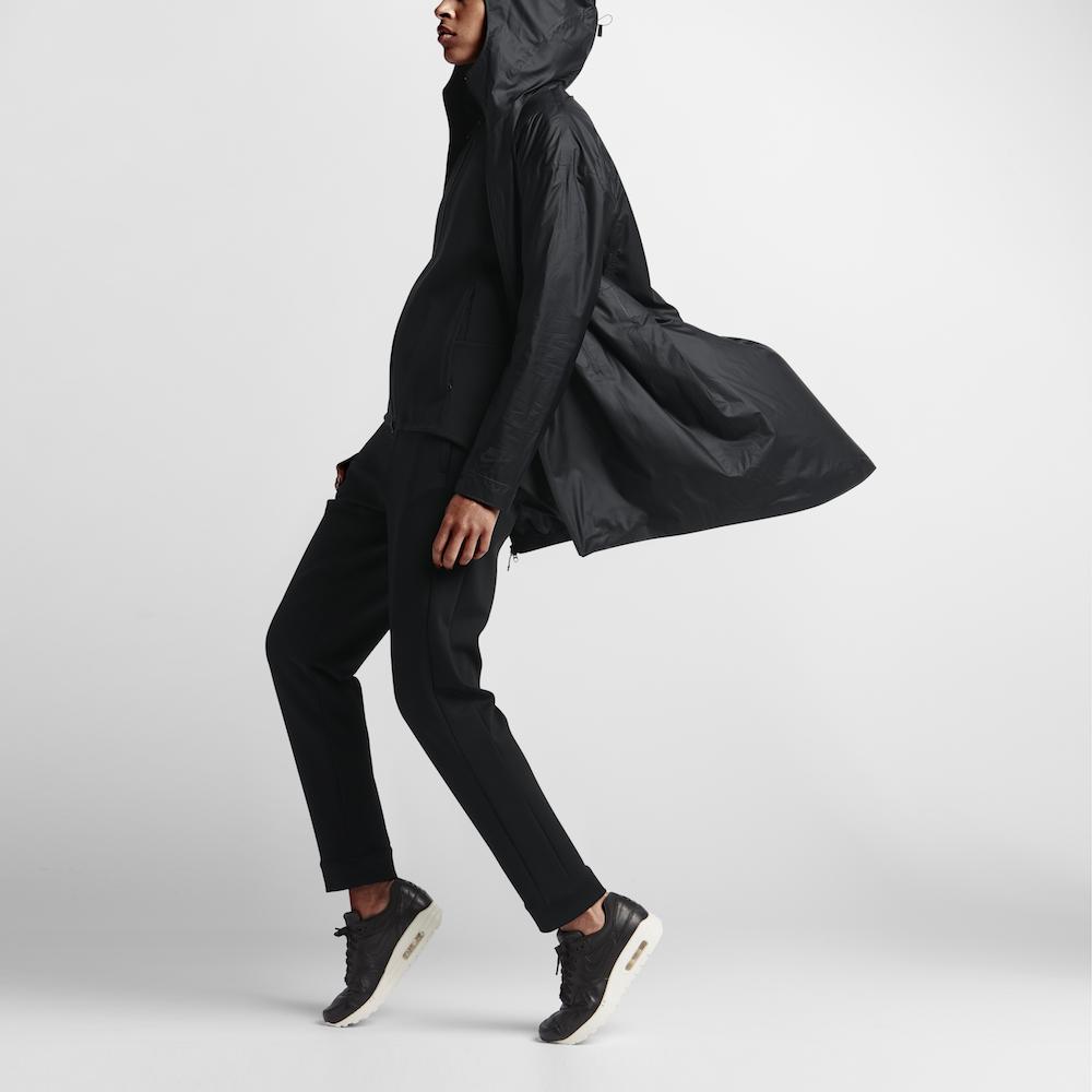 [NikeLab]より変形自在の『トランスフォーム ジャケット』が登場。