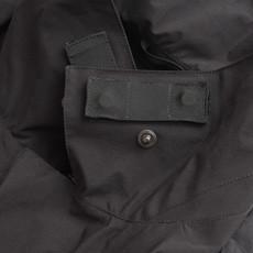 襟裏にはアクロニウムが特許を持つイヤホン装着用マグネット「ForceLock」を装備。