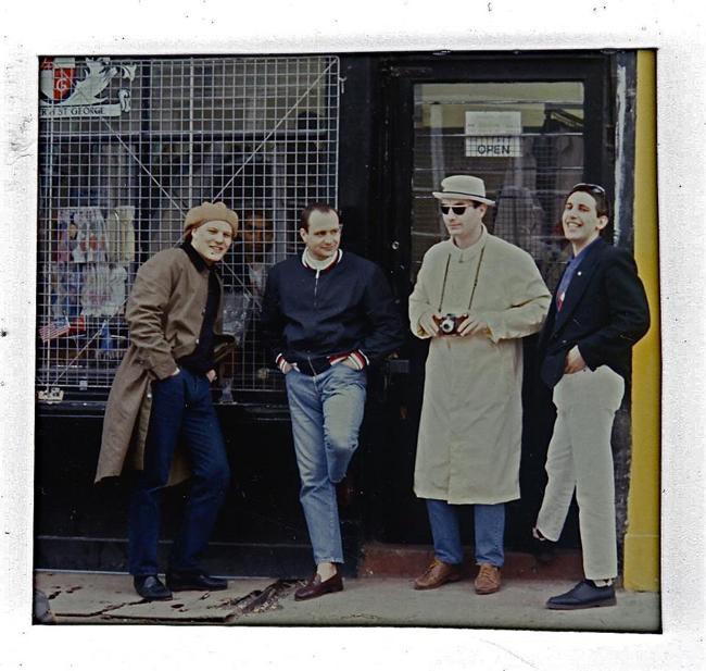 ポートベローのショップ 1985年:左からバリー、クリフ、エディ、マルコ