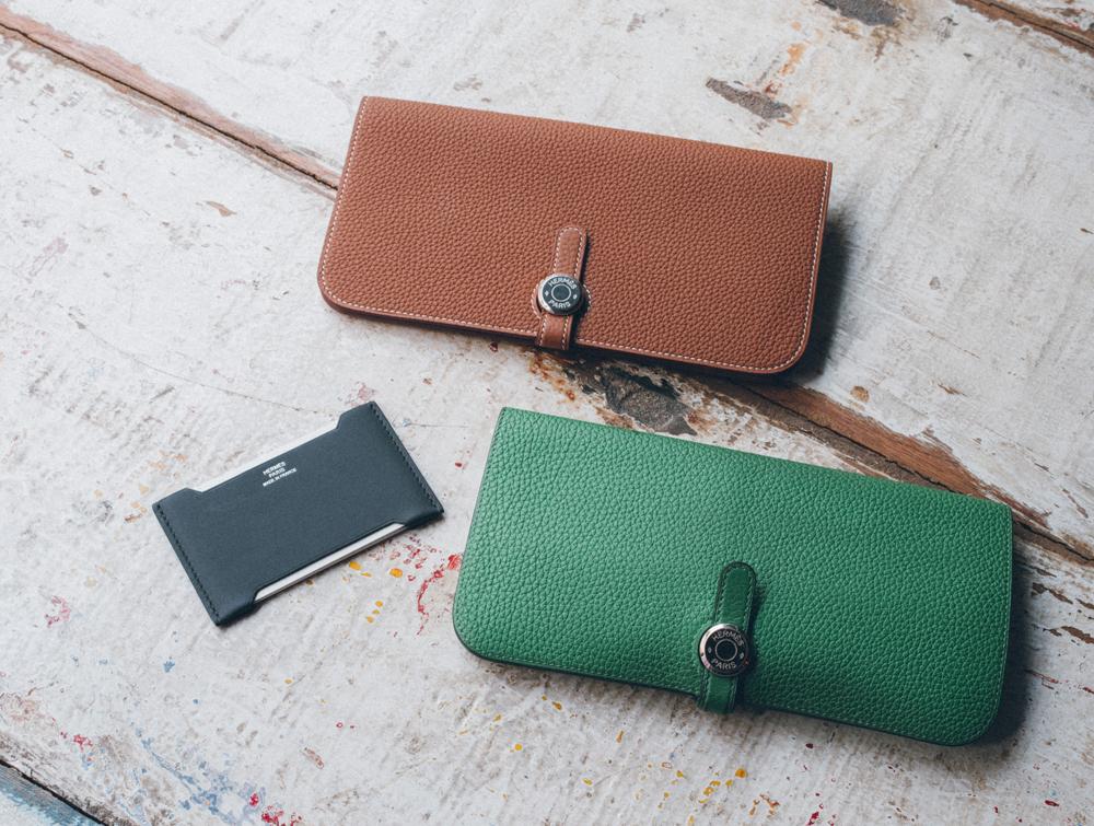 私物の[HERMES]の財布&名刺入れ。