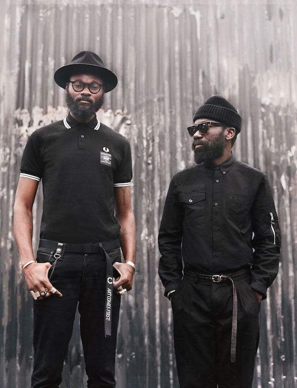 自らフレッドペリーとのコラボレーションアイテムを着用するアートカムズファーストの二人。左がシャカ・メイドー、右がサム・ランバート。