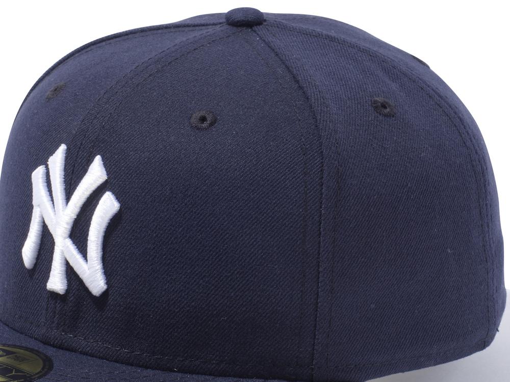 2016年までのヤンキースのオーセンティックキャップ。左サイドにはフラッグロゴが入っていない。