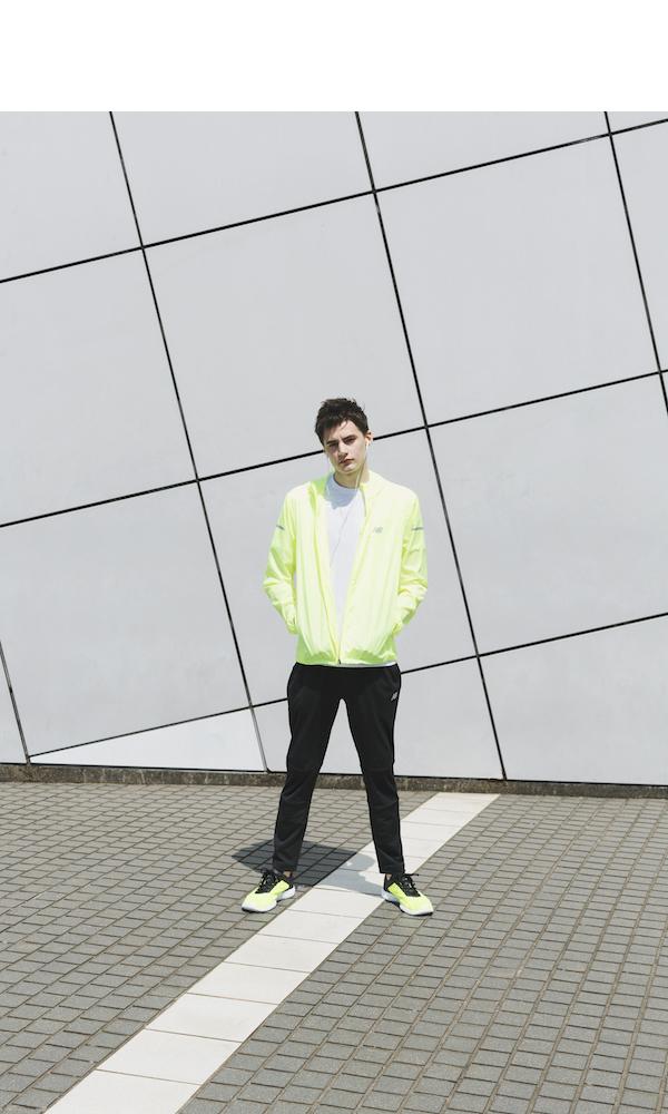 new balanceのジャケット 7,900円、Tシャツ 3,600円、パンツ 5,900円、スニーカー 9,500円(お問い合わせ先)、その他/スタイリスト私物