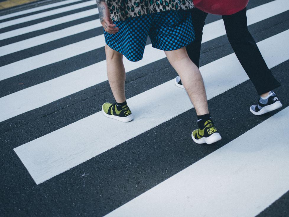 NIKE SPORTSWEARの『Nike Air Sock Racer Ultra Flyknit』 各13,000円(NIKE CUSTOMER SERVICE TEL:0120-6453-77)