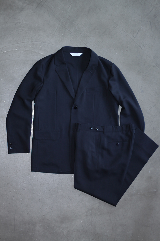 Travel Jacket 56,000円、Travel Trousers 30,000円(ともに税抜価格)